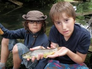 truite U L 300x225 Séjours adolescents et jeunes de pêche à la truite