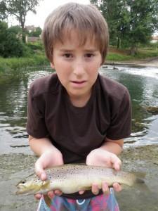 truite fario toc Quentin 225x300 Stage de pêche à la mouche jeunes et adolescents