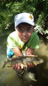 IMGP2050 169x300 Colonie jeune de pêche de la truite