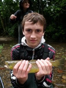 P7131303 225x300 Colonie jeune de pêche de la truite