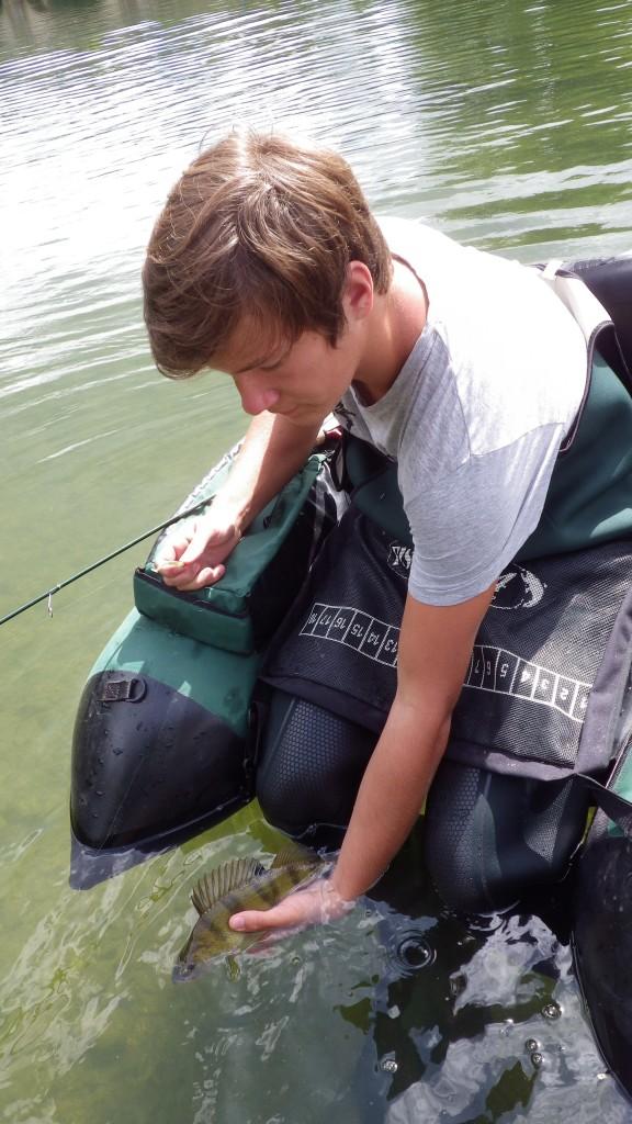 IMGP0722 576x1024 Stage de pêche jeunes et ados en float tube