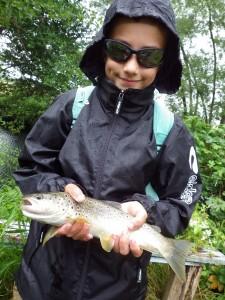 IMGP1252 225x300 Colonie jeune de pêche de la truite