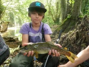 P1012209 300x225 Colonie jeune de pêche de la truite