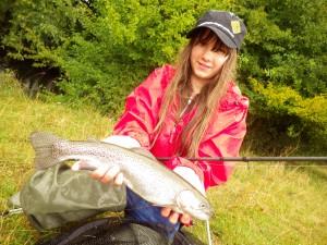 elena 300x225 Colonie jeune de pêche de la truite