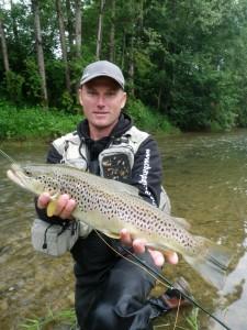 gtr200612 225x300 Séjours, stages de pêche en Champagne et voyage à létranger