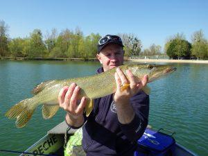 IMGP2945 300x225 Pêche du brochet en étang privé vers les lacs de la forêt dOrient