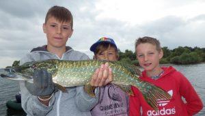 IMGP3334 300x169 Stage pêche jeune sur le lac du Der